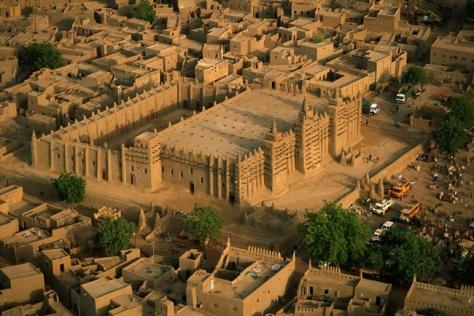 World Scripture for Daily Living.corpvs La Gran Mezquita de Djenné, Malí construida entre 1180 y 1330.