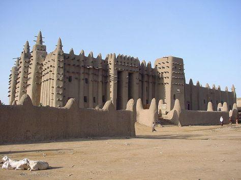 World Scripture for Daily Living.corpvs La mezquita de Djenné Mali en Africa fue construida entre 1180 y 1330.